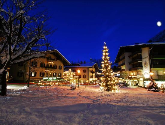 Hotel Neue Post: Hotelansicht Winter