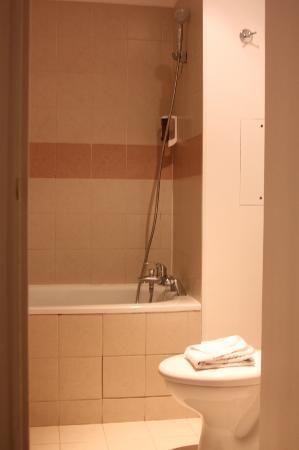 โฮเต็ล อคราดี มงต์ปาร์นาสส์: バスルーム