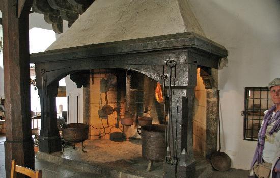 Schloss Marksburg: Riesiger Ofen in der Burgküche