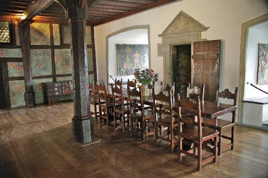 Schloss Marksburg: Esstisch im Festsall