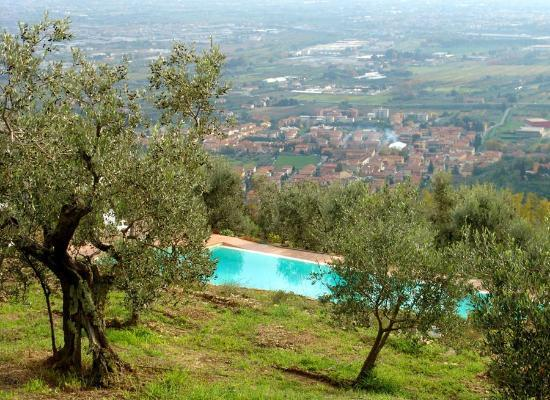Montale, อิตาลี: Vista Panoramica dalla Piscina del Pianaccio