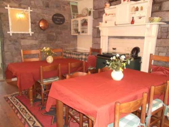 Keel Lodge Lakeside Bed & Breakfast: filename__dining_jpg_thumbnail0_jpg
