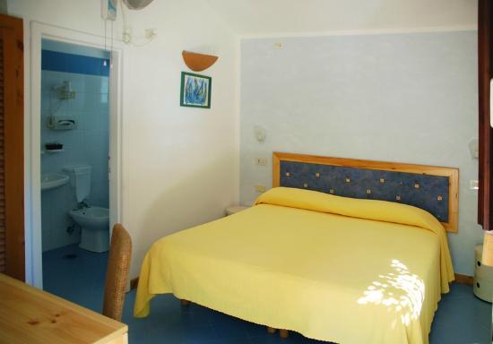 Villaggio Alberghiero Cala d'Arconte : Standard room