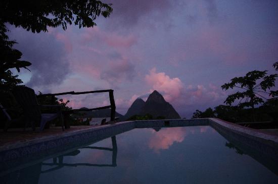 Crystals: Piscine avec vue - Sugar Cane Cottage tôt le matin