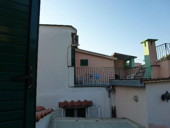 Albergo Macri: terrasse d'une des chambres arrières de l'hôtel