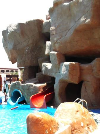 Sunrise Select Garden Beach Resort & Spa: Slides in sister hotel