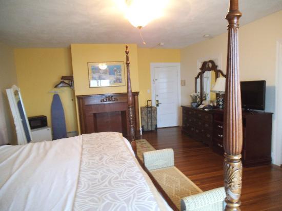Ocean Rose Inn: room