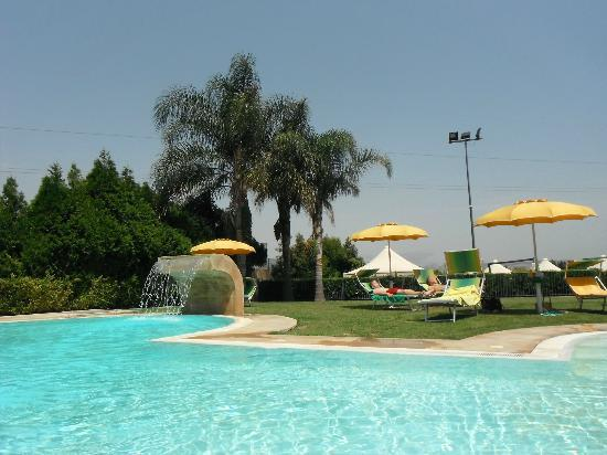 Il Podere Hotel: pool area is lovely