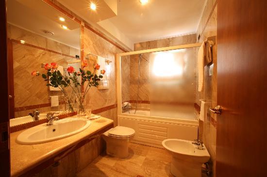 Hotel Palace 2000: bagno
