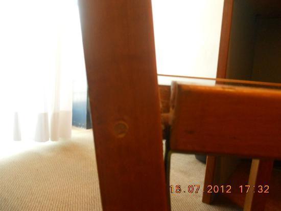 Mini Hotel Baradello: sedia rotta