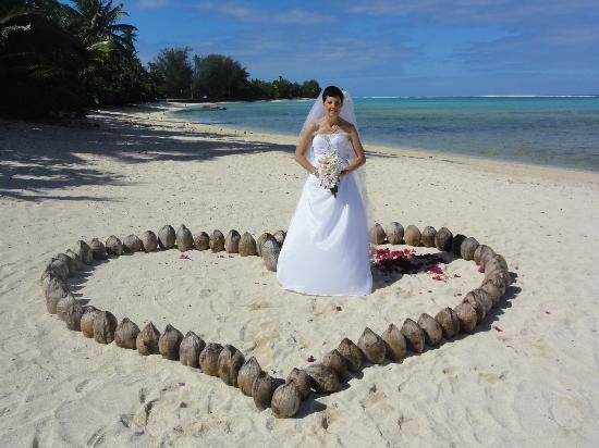 Sea Change Villas: Heart shaped coconuts on the beach in front of the villas