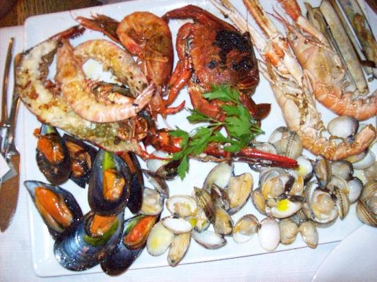 Tursia: fricassé de fruit de mer avec homard