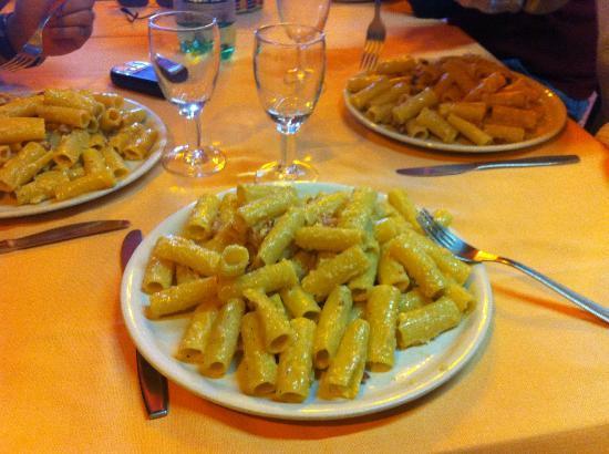 Trattoria Del Borgo: Questa è una carbonara di solito sono spaghetti ma abbiamo richiesto dei rigatoni!