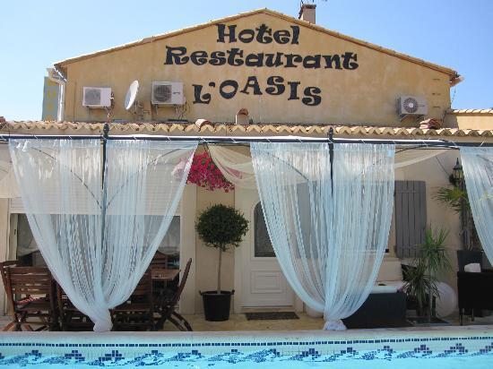 Hotel L'Oasis: angolo piscina