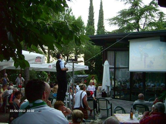 Hotel Palme & Suite: Aussenbereich der Gaststätte und der Bar mit public viewing