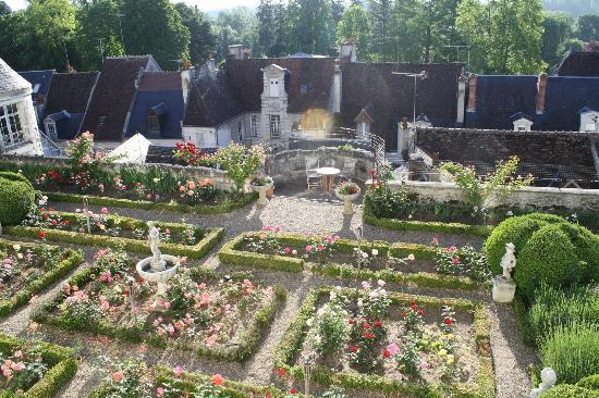 La Maison de l'Argentier du Roy: View of garden from the Library Suite