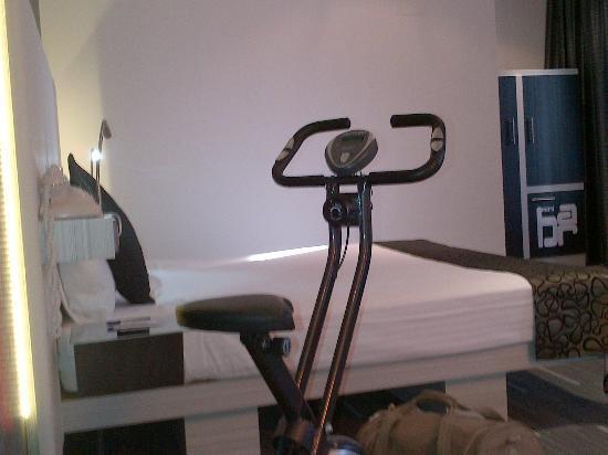 Petit Palace Santa Barbara: Un vélo d'interieur pour ne pas oublier de faire son sport