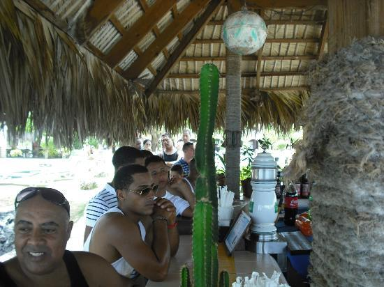 Casa Marina Beach Resort: What to expect on the weekend at the bar.