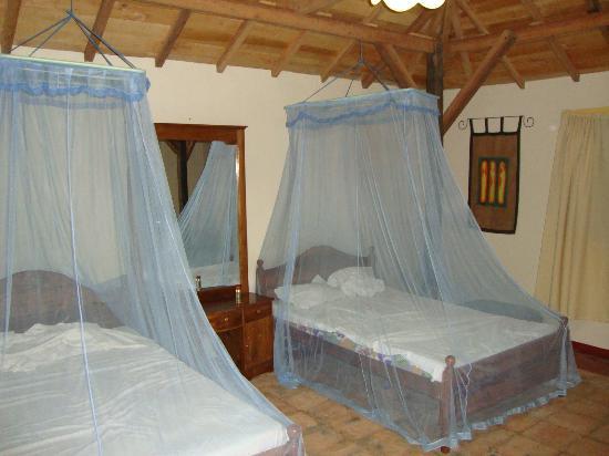 Club Mirissa: Outside bungalow (inside:)