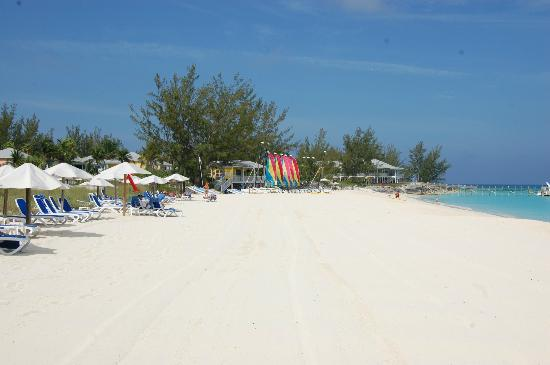 Club Med Columbus Isle: Beach with Dive Center in background