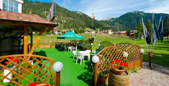 entrata terrazza hotel chalet pineta canazei