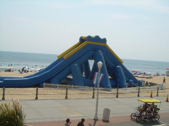 Days Inn Virginia Beach Oceanfront: The slide on beach when inflated