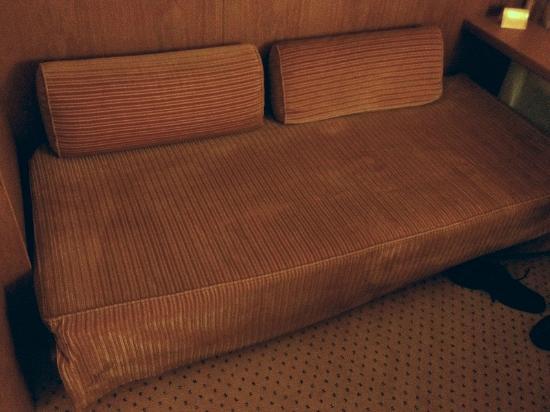 Hotel Royal: Couch auf dem Zimmer