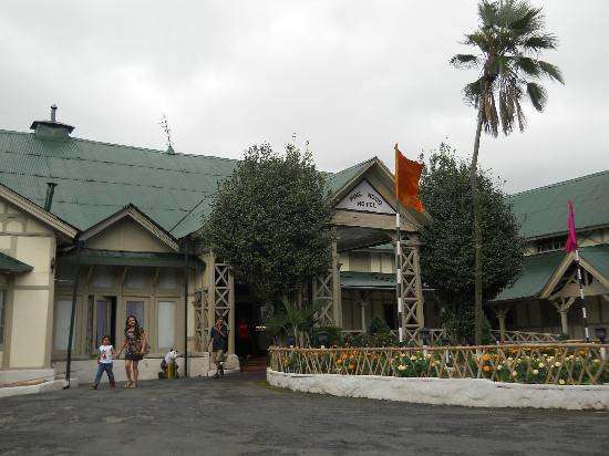 Pinewood Hotel: View of the Hotel from outside