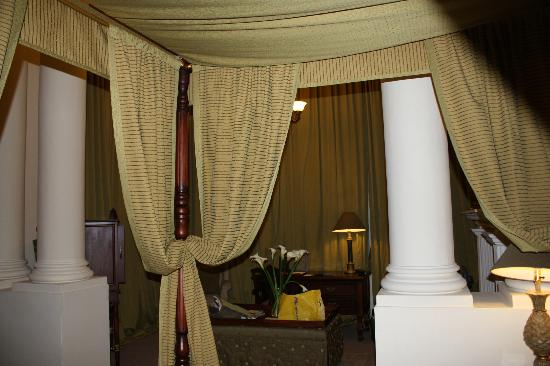 Boutique Hotel Mansion del Angel: beautiful 4 poster bed