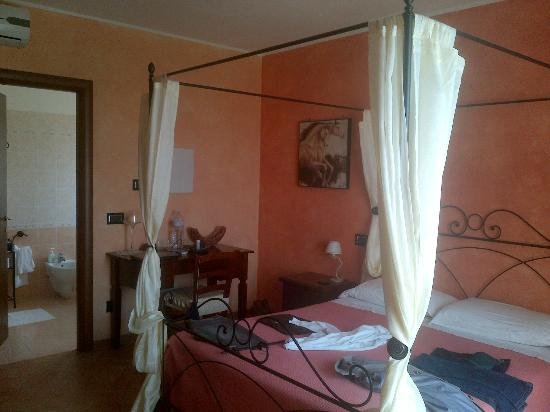 B&B Villa Barbarossa: camera al piano superiore