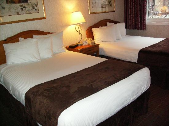 Ohio House Motel: Two double beds