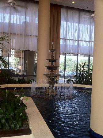 Doubletree Dallas Near the Galleria: Fountain in Lobby