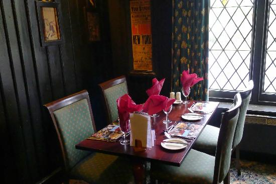 BEST WESTERN Old Tollgate Restaurant: Old Tollgate - One of the dining areas