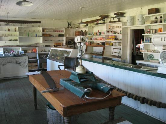Tallheo Cannery Guest House: General Store