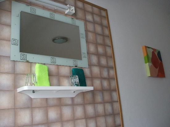 Hotel Sonne Freiburg: lavamanos habitacion