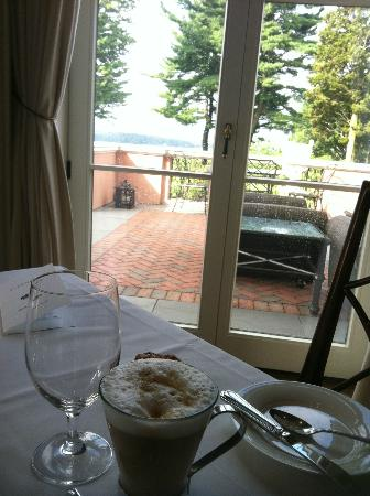 Glenmere Mansion: Breakfast, looking down to lake.
