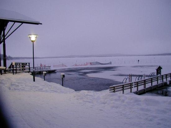 Hotel Jeris: La piscine du lac, dégelée par des turbines