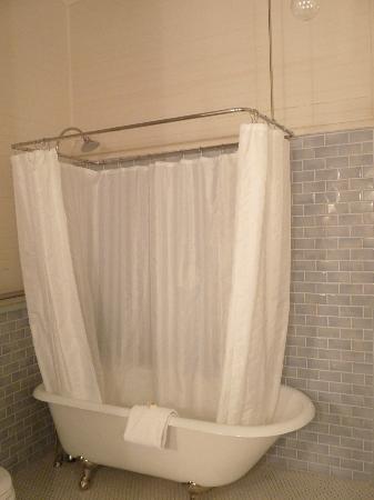 McCloud Mercantile Hotel: baignoire à l'ancienne