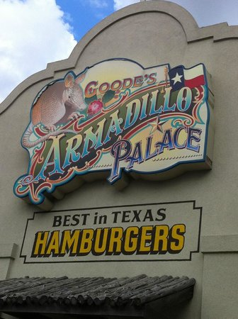 Armadillo Palace: Can't miss this sign.