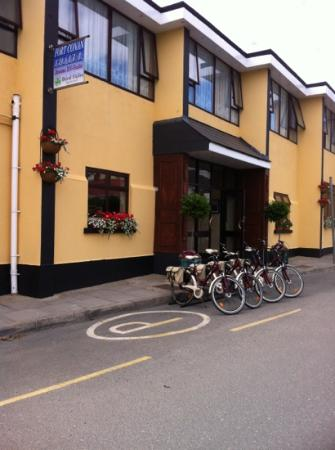Fort Conan Hotel Duncannon : outside the hotel with bikes for hire