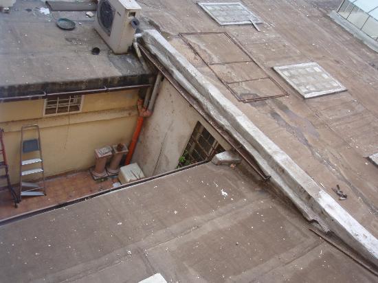 SuitesRome : Вид из окна