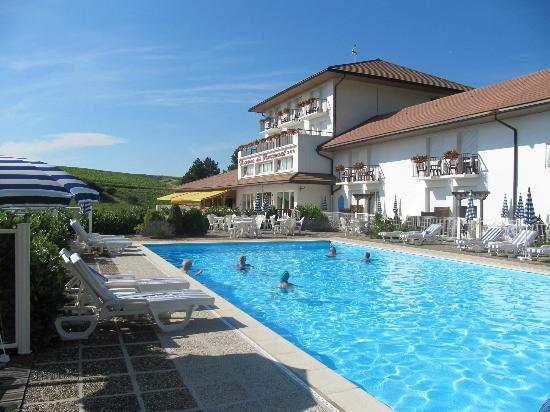 Domaine du Revermont: hôtel et piscine