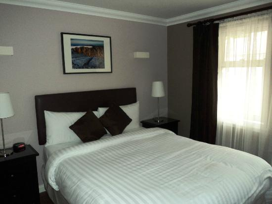 MacLean Guest House: Bed