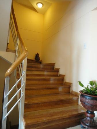 Florida del Inca Hotel: Acceso a los niveles superiores