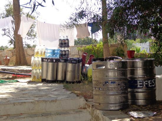 Hotel Samdan: Bottles of coke, lemonade & water left out in the sun all day