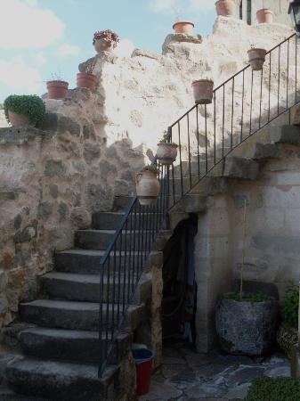 Takaev Cave Hotel & Guest House: Stairway to upper floors