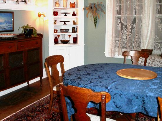 Purcell Darrell House B&B: Breakfast is served in the dining room
