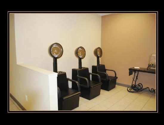 Americas Best Value Inn & Suites Flint Airport: Divine Elegance Salon & Spa