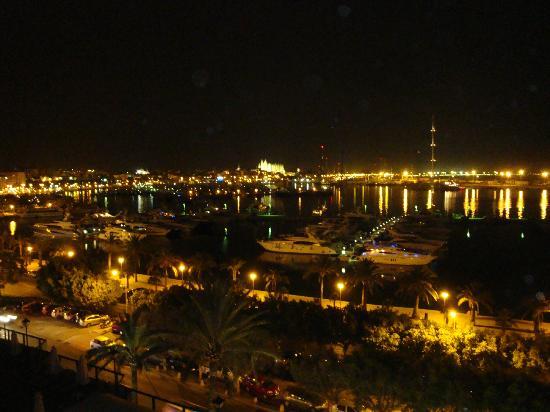 ميليا بالاس أثينا: Vista nocturna 