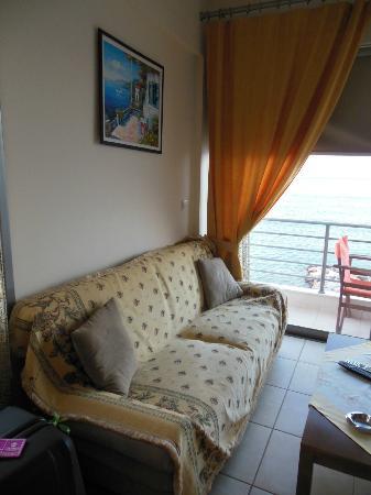 Perla Apartments: divano